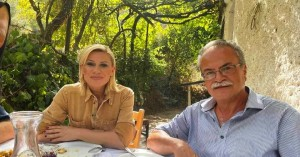 Η Κατερίνα Καραβάτου σε τρυγοπατήματα στον Δήμο Πλατανιά (φωτο)