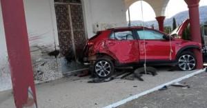 Κρήτη: Το αυτοκίνητό του «καρφώθηκε» πάνω σε εκκλησία! (φωτο)