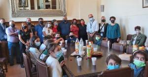 Στον αντιπεριφερειάρχη Χανίων μαθητές του δημοτικού σχολείου Δερύνειας Κύπρου