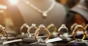 Παρίσταναν τις πελάτισσες και «ξάφρισαν» κοσμήματα 30.000 ευρώ από κατάστημα
