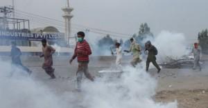 Πακιστάν –Τέσσερις νεκροί, εκατοντάδες τραυματίες αστυνομικοί σε συγκρούσεις με ισλαμιστές
