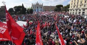 Ιταλία: Διαδήλωση δεκάδων χιλιάδων υπέρ της διάλυσης φασιστικών οργανώσεων