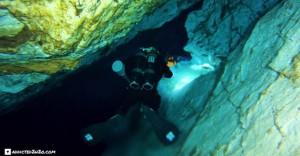 Το εσωτερικό της λίμνης της Βουλιαγμένης μέσα από το βίντεο κατάδυσης