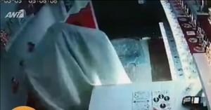 Ληστής… φάντασμα έκλεψε μαγαζί με σεντόνι