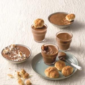 Μους σοκολάτα με εσπρέσο και μπισκότα αμυγδάλου – καρύδας