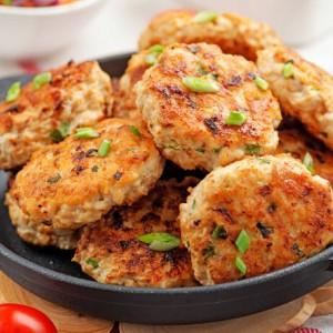 Ο απόλυτος τρόπος να φτιάξεις μπιφτέκια κοτόπουλου