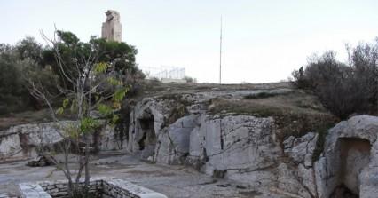 Μυστήριο με το θάνατο άνδρα στα βράχια του Φιλοπάππου