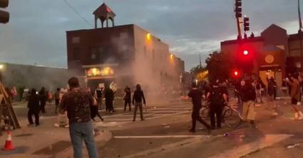 George Floyd: Δεύτερη νύχτα ταραχών στη Μινεάπολη, οργή για τη δολοφονία του