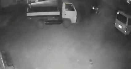 Φορτηγό-φάντασμα: Έκανε όπισθεν και άνοιξε η πόρτα του συνοδηγού ενώ δεν ήταν κανείς μέσα