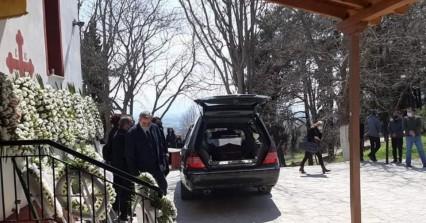 Γιώργος Καραϊβάζ: Ανείπωτη θλίψη στην κηδεία του δημοσιογράφου στη Δράμα