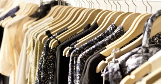 Το μυστικό για να διατηρήσετε το σκούρο χρώμα των ρούχων σας περισσότερο