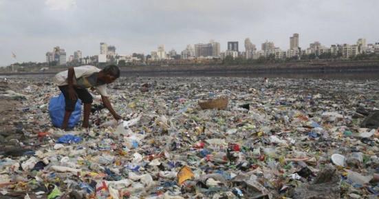 Αόριστη δέσμευση 170 χωρών να περιορίσουν «σημαντικά» τα πλαστικά μιας χρήσεως