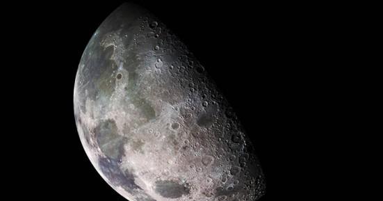 Σημαντική ανακάλυψη στη Σελήνη: Ανιχνεύθηκε «παγιδευμένο» νερό σε έκταση 40.000 km²