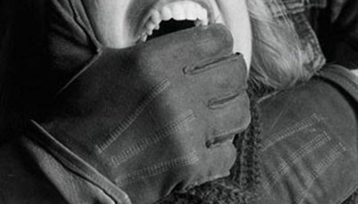 Nεαρή κοπέλα κατήγγειλε ότι βιάστηκε στο κέντρο των Χανίων