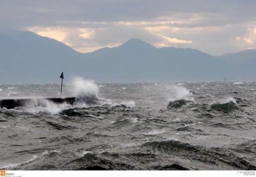 Στην κατάψυξη η χώρα - Παρατείνεται το απαγορευτικό των πλοίων