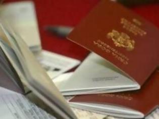 Xειροπέδες σε τρεις για πλαστά διβατήρια στο αεροδρόμιο Ηρακλείου