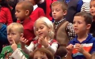 Η συγκινητική πράξη ενός μικρού κοριτσιού (video)