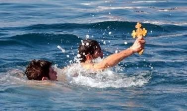 Δηλώσεις συμμετοχής για όσους βουτήξουν για τον σταυρό στο Ηράκλειο