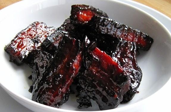 Χοιρινά πανσετάκια «τσικνιστά» με κρασί, μέλι και γλυκάνισο