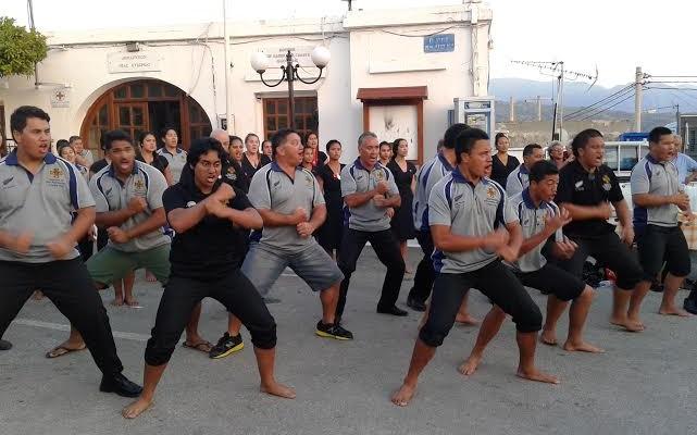 Εντυπωσίασαν οι Μαορί με τον πολεμικό χορό τους στο Γαλατά! (video)