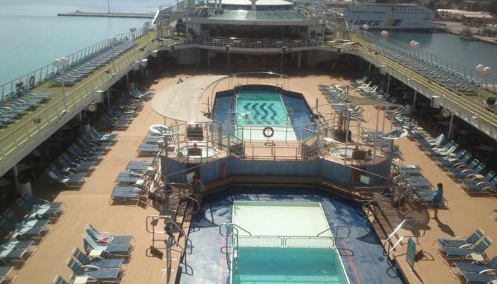 Για πρώτη φορά το εντυπωσιακό κρουαζιερόπλοιο Sovereign στη Σούδα (φωτο)