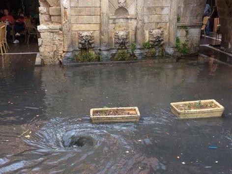 Πλημμύρισαν δρόμοι στο Ρέθυμνο απο την βροχή (φωτο)