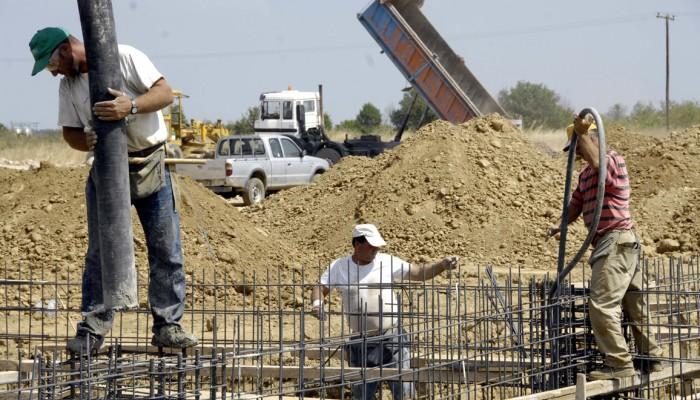 Στάση εργασίας των οικοδόμων στην οικοδομή που έγιναν τα εργατικά ατυχήματα