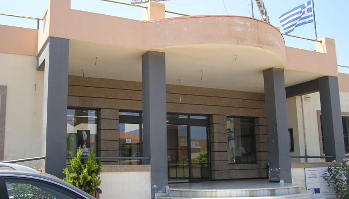 Η απάντηση του δήμου Πλατανιά στις επικρίσεις για τη λειτουργία του Γυμνασίου Κολυμβαρίου