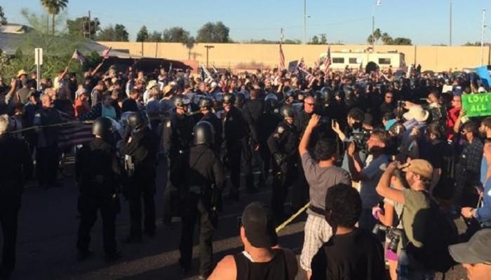ΗΠΑ: Διαδήλωση κατά του Ισλάμ έξω από τέμενος στο Φοίνιξ