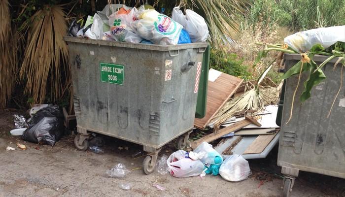Εκδήλωση τιμής και μνημής στο Γάζι με φόντο τα... σκουπίδια