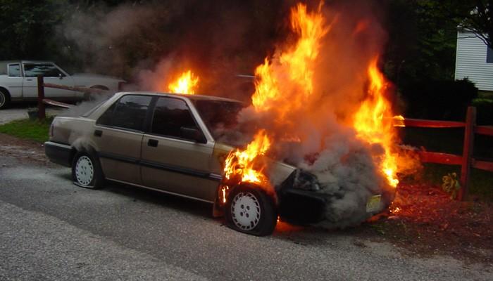 Αυτοκίνητο τυλίχθηκε στις φλόγες τα ξημερώματα στην Αμμουδάρα