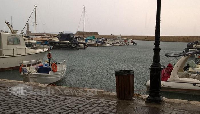 Καταιγίδα με βροχή και κεραυνούς στα Χανιά - Προσοχή στους δρόμους
