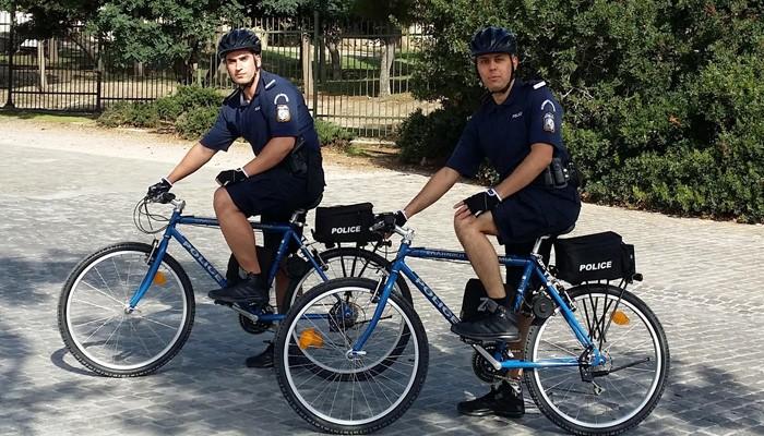 Περιπολίες της ΕΛ.ΑΣ. με ηλεκτροκίνητα ποδήλατα και στα Χανιά
