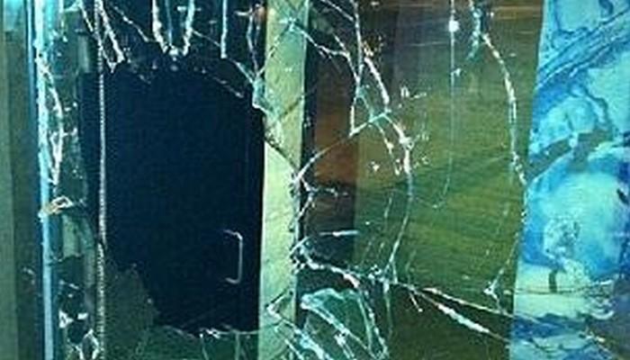 Έσπασαν δύο βιτρίνες καταστημάτων στο κέντρο των Χανίων