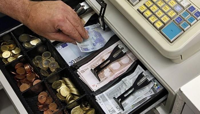 Βρήκαν ποιοί έκλεψαν τα 1.000 ευρώ από την ταμειακή