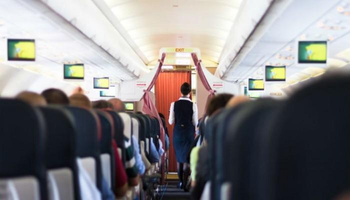 Έξι tips για να γίνετε η αδυναμία των αεροσυνοδών σε μια πτήση