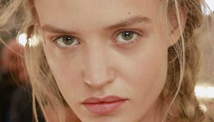 Οι μεγάλοι οίκοι επιμένουν: Φυσική ομορφιά με φυσικό μακιγιάζ