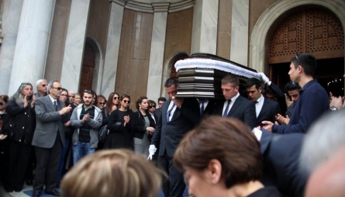 Πλήθος κόσμου αποχαιρέτησε τον Γιάννη Αγγέλου (φωτο)