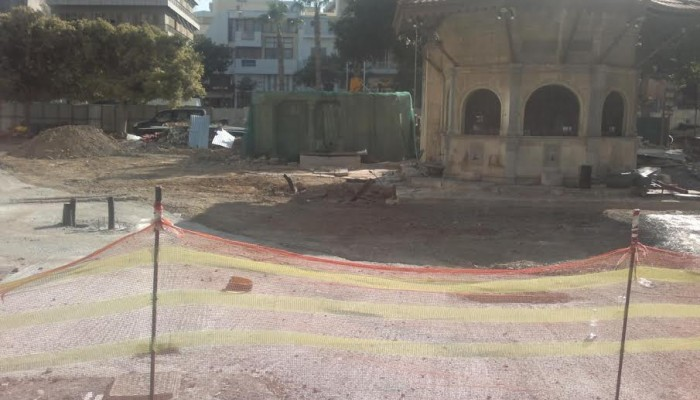 Προβλήματα και παραλείψεις στην ... πλατεία Κορνάρου
