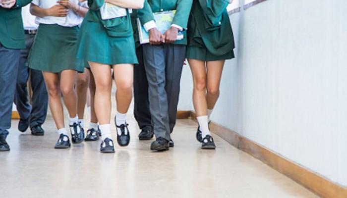 Νέα Ζηλανδία: Υποχρεώνουν μαθήτριες να μακρύνουν τις φούστες τους