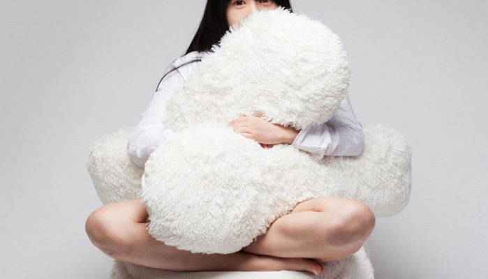 Αυτός ο καναπές είναι σαν να κάθεστε μέσα σε μια τεράστια αγκαλιά