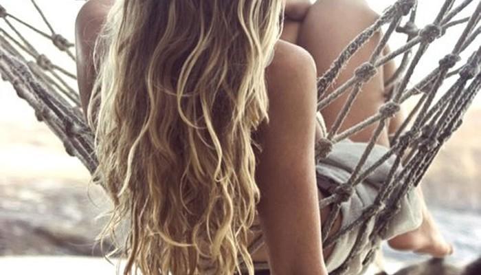Λούσου με χαμομήλι και δώσε λάμψη στα μαλλιά σου!