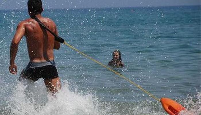 Ξενοδόχος καταγγέλλει ναυαγοσώστη για ανάρμοστη συμπεριφορά στην θάλασσα