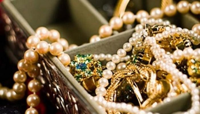 Βρήκαν τον κλέφτη του κοσμηματοπωλείου - Άρπαξε κοσμήματα αξίας 1000 ευρώ