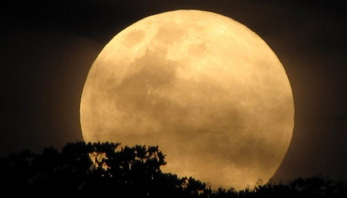 Χανιώτης αστροφυσικός μιλά για την αυγουστιάτικη πανσέληνο & τις Περσείδες
