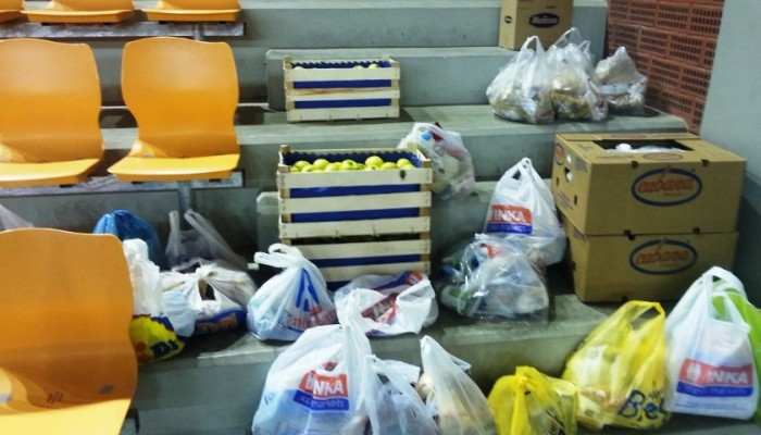 Προσφορά τροφίμων σε Σύρους πρόσφυγες από την λέσχη Lions