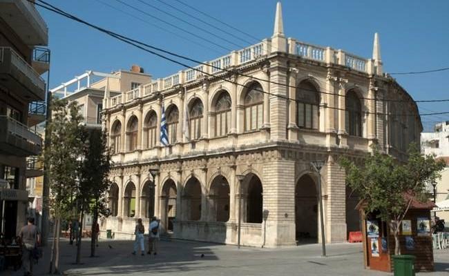 Νέος αστικός εξοπλισμός σε πλατείες, σχολεία και οικισμούς του Ηρακλείου