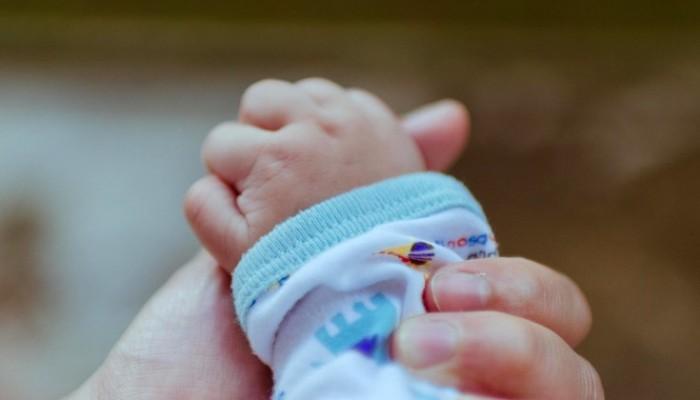 Δικάστηκε αγκαλιά με το νεογέννητο μωρό της που την... έσωσε από τη φυλακή!