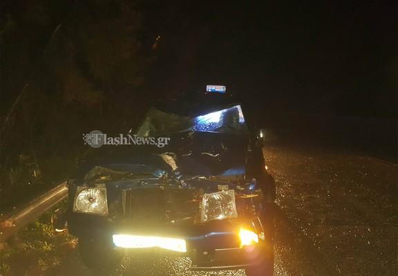 Δέντρο έπεσε στην εθνική Χανίων-Ρεθύμνου και διέλυσε αυτοκίνητο (φωτο)