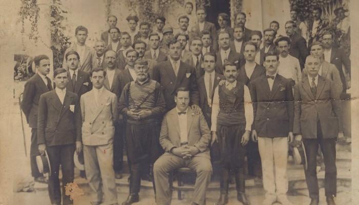 Οι 45...Γιάννηδες των Χανίων σε μιαν ιστορική φωτογραφία